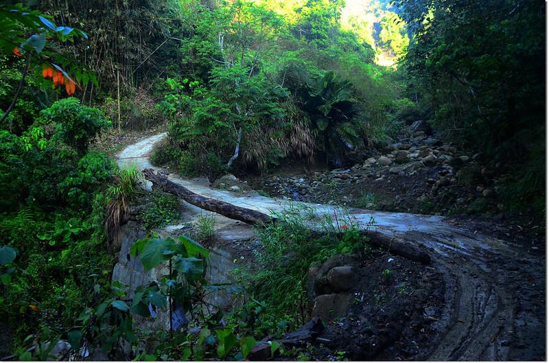石峽頂山過溪產道