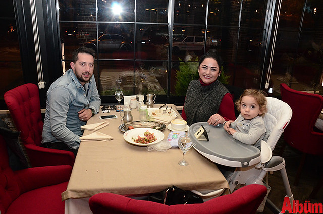 Burak Vatansevdim, İpek Vatansevdim ve oğulları Sarper Vatansevdim oldukça keyifli bir akşam geçirdi.