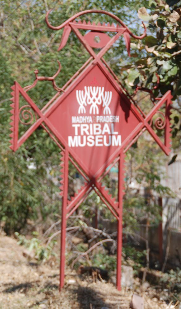 DSC_8508RichtingAanwijzerNaarMadhyaPradeshBhopalTribalMuseum
