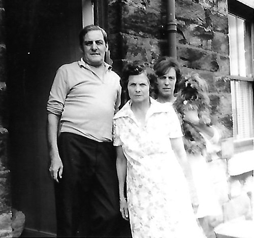 Woodyard doorway Albert Knowles Martha Knowles and Jean