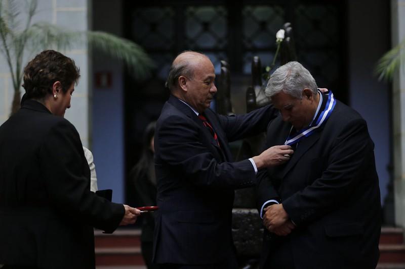 Maximiliano Araujo recibe doble distinción del Ministerio de Cultura y Deportes