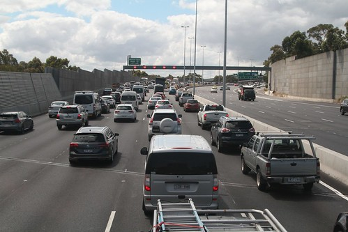 Traffic comes to a dead halt at the Bell Street / Pascoe Vale Road interchange
