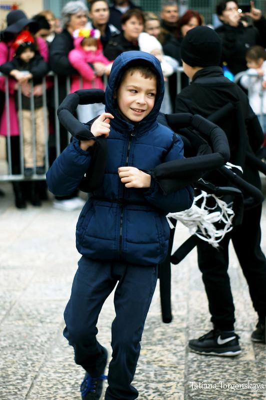 Мальчик в костюме паука