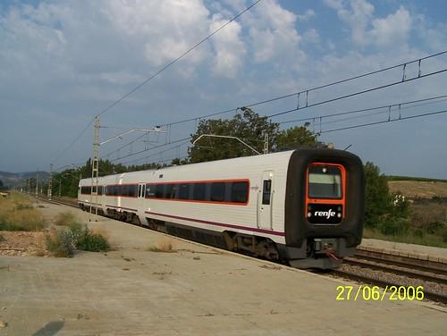 TER de la RENFE entre en gare de Calatorao.