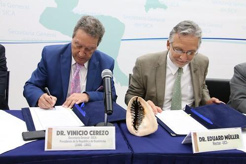 SICA y la Universidad de Cooperación Internacional (UCI) firman convenio de cooperación