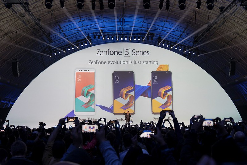 華碩執行長沈振來表示,今日正式亮相的ZenFone 5系列,是有史以來最聰明智慧的ZenFone手機,將提供使用者前所未有的攝影及通訊等多元應用。