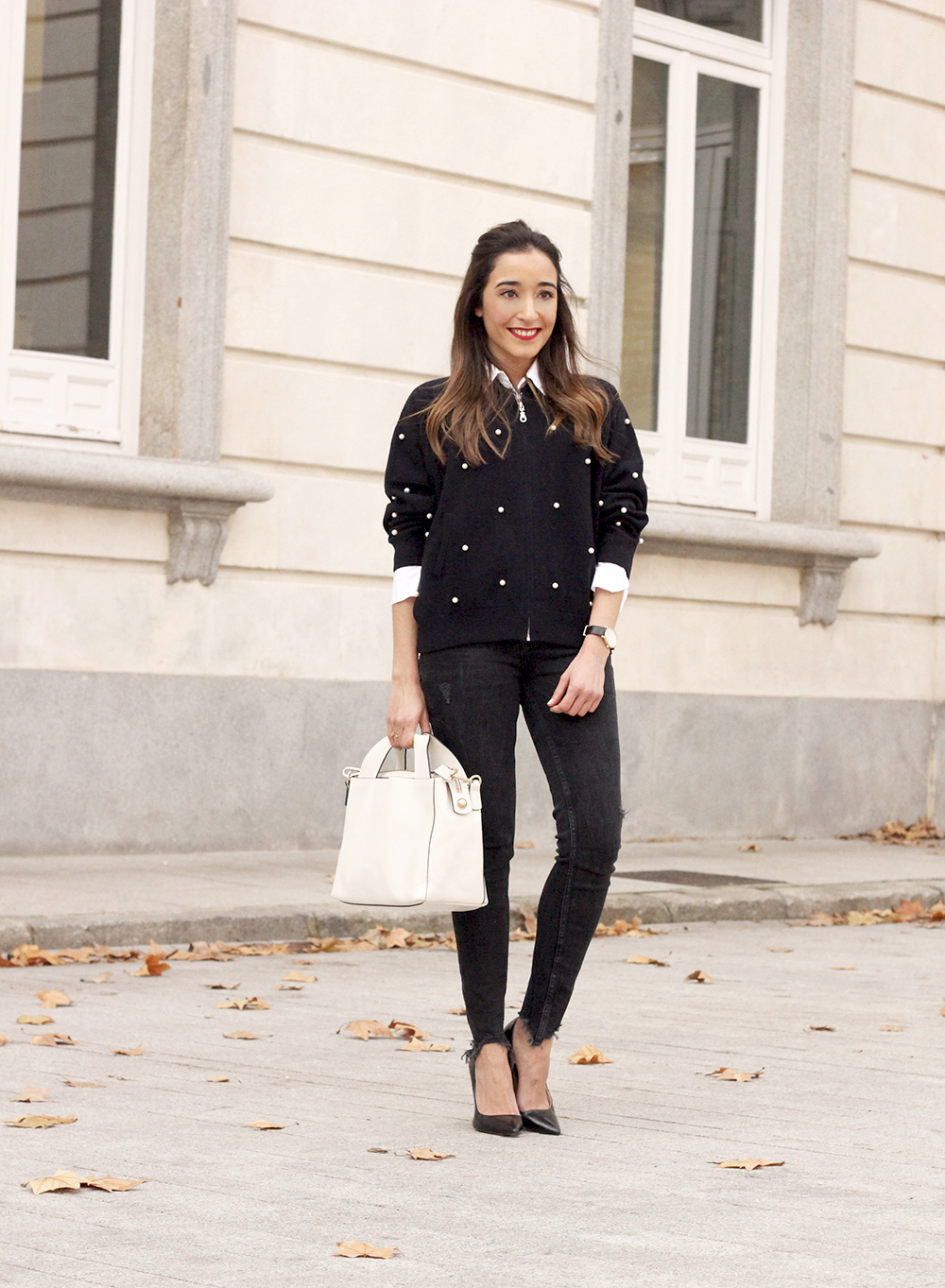 pearl bomber uterqüe black jeans white bag winter outfit 2018 style fashionbomber01
