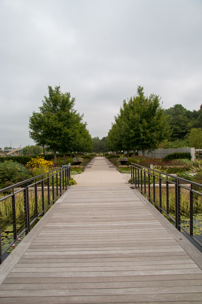 Des Moines Botanical Gardens outdoor pathway