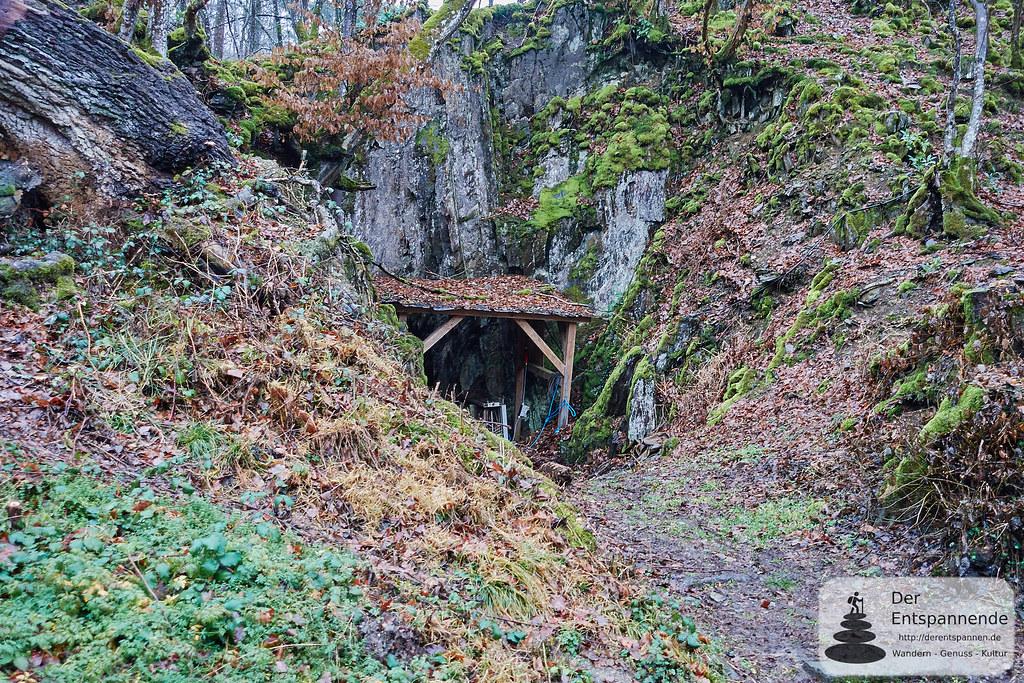 Felsdurchbruch für den Mühlenbach vor der Strotzbüscher Mühle