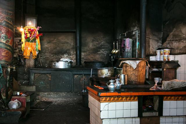 Kitchen of Kandze Monastery, Garzê 甘孜 カンゼゴンパの厨房