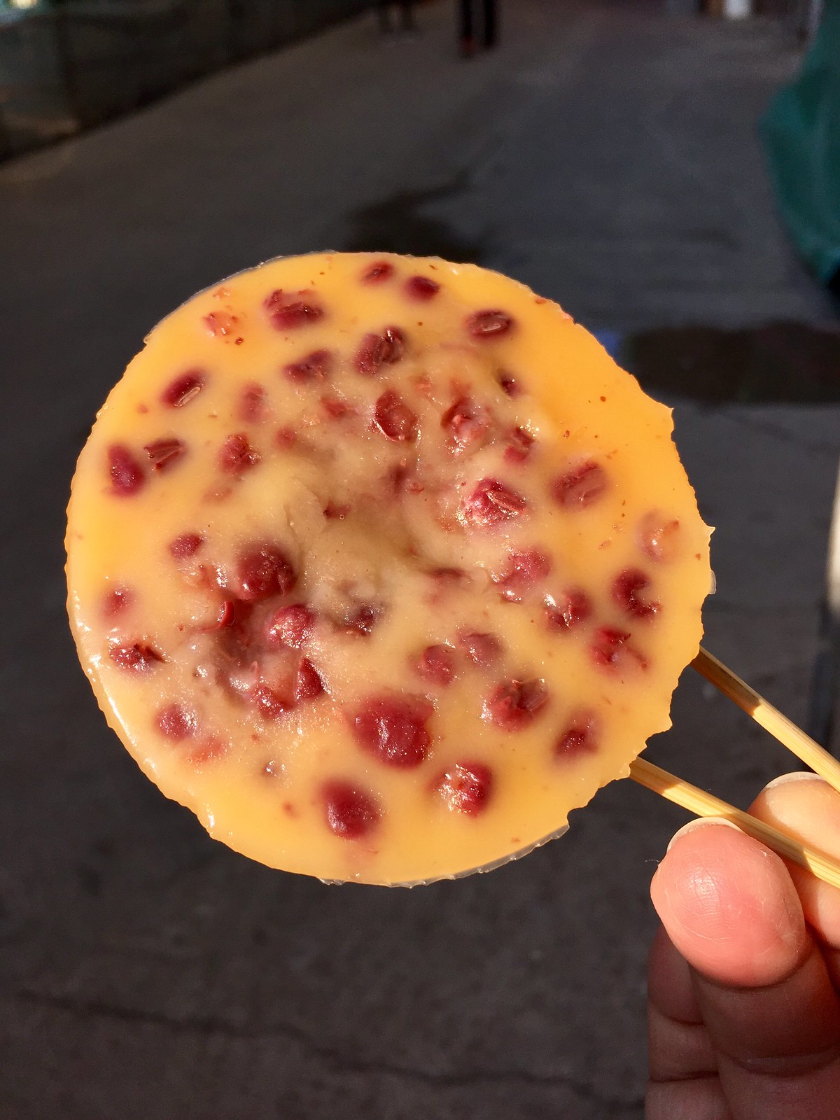 Traditional Steamed Brown Sugar Rice Cup Cake with Red Beans 傳統黃糖紅荳缽仔糕