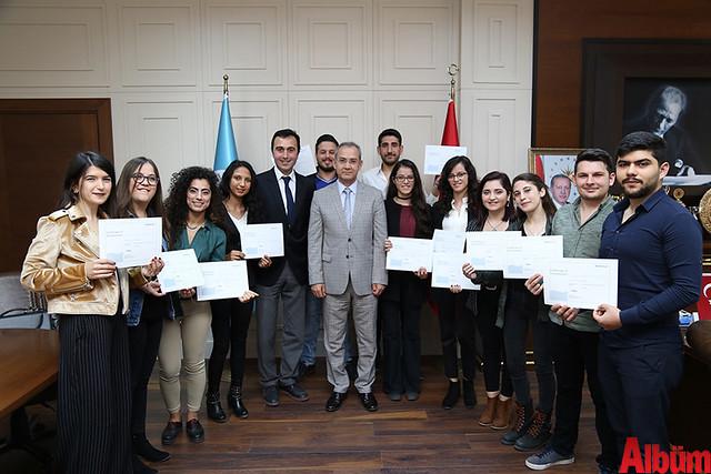 Alaaddin Keykubat (ALKÜ) Turizm Fakültesi öğrencileri aldıkları sertifikalar ile artık yerli ve yabancı havayolu şirketlerinin yer hizmetlerinde çalışabilme hakkına sahip oldular.-2