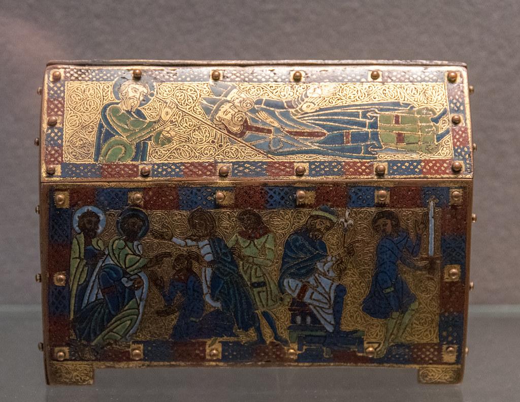 Châsse à fonds vermiculés : scènes de la vie de saint Martial (Limoges, c. 1170-1180, émail champlevé sur cuivre doré) — musée du Louvre (Paris, France)