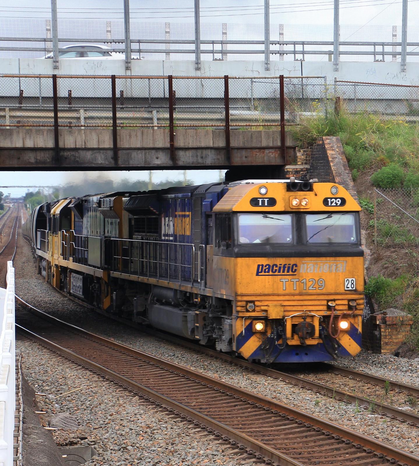 TT129 9303 and 9203 glide through Thornton on NB941G empty PN coal by bukk05