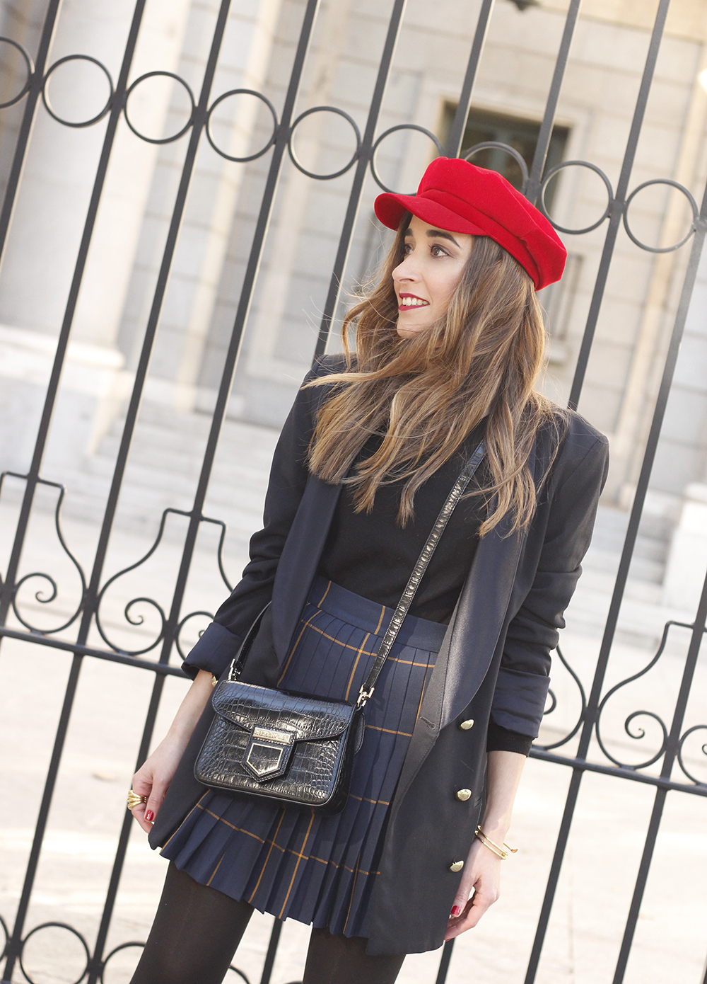 pleated skirt Scottish print Vichy print red navy cap givenchy bag winter outfit falda de tablas look invierno 201810