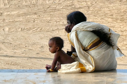 India - Kerala - Chavakkad Beach - mother and baby