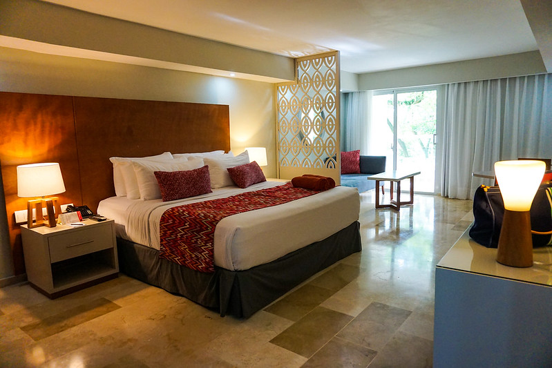 emotions-playa-dorada-hotel-bedroom-suite-4