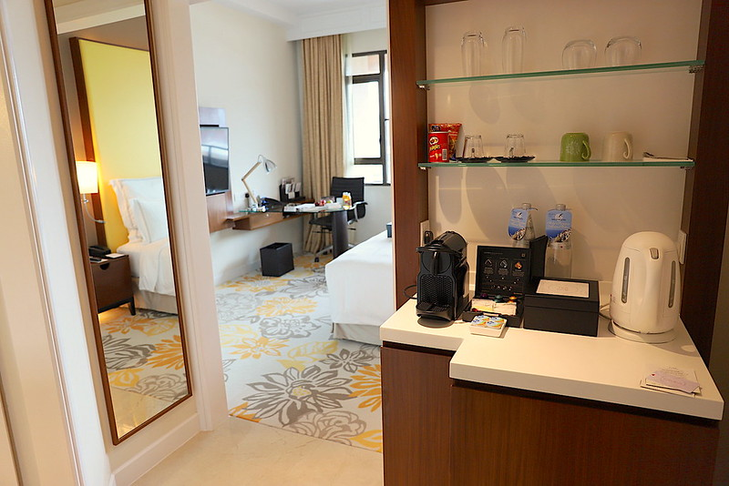 Entrance of Swiss Executive King Room (30sqm) at Swissotel Merchant Court Singapore