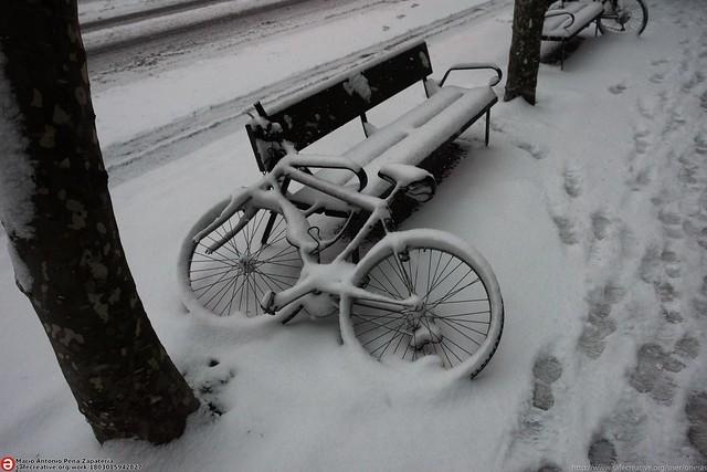 white bike, Nikon D810, AF-S Nikkor 18-35mm f/3.5-4.5G ED