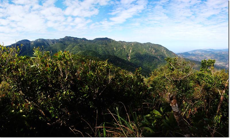 800山頭西眺里龍山稜線