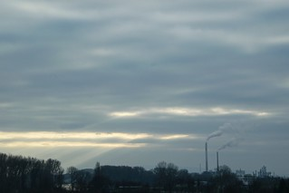 Industrielandschaft mit ein paar Sonnenstrahlen