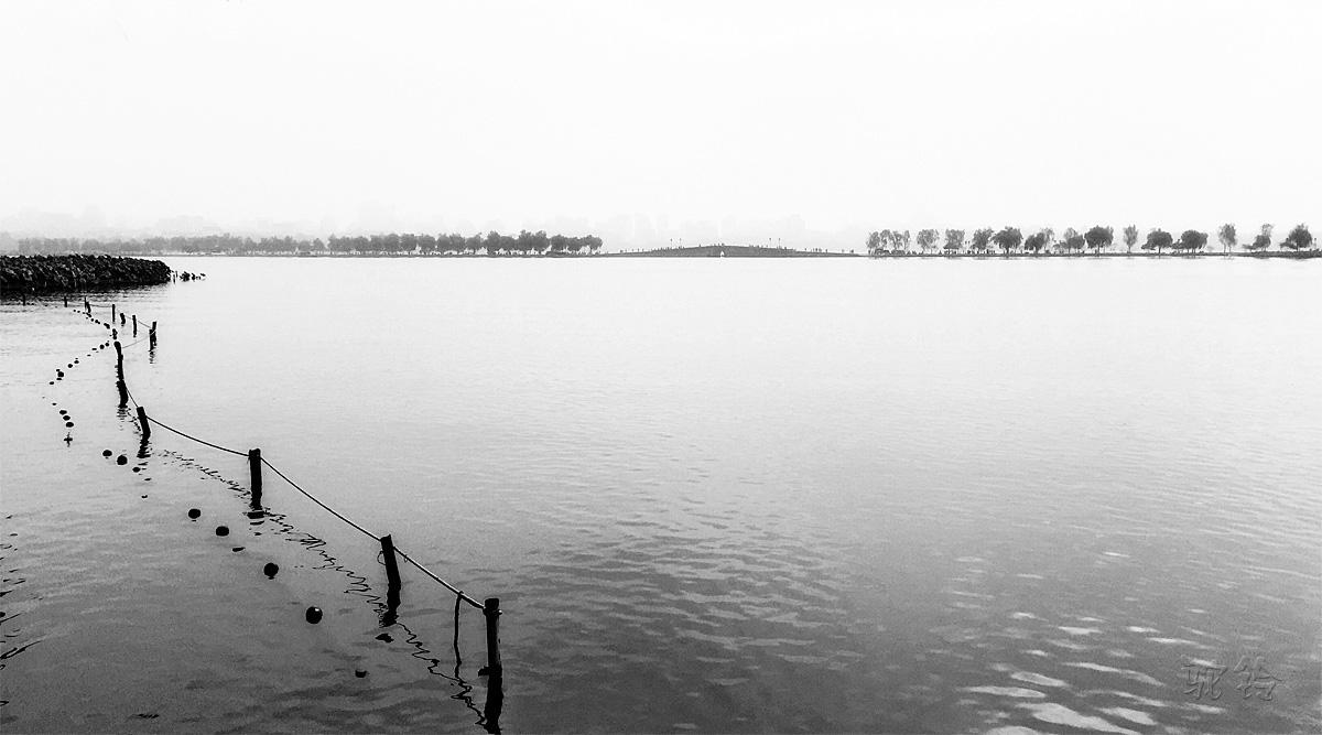 远眺西湖白堤