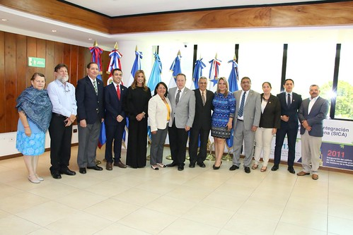 Secretario General del SICA Vinicio Cerezo junto con los diputados del PARLACEN de El Salvador impulsan temas como la unión aduanera, la igualdad y equidad de género, juventud y la movilidad logística.