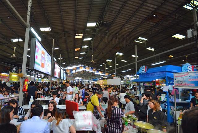 bangkok itinerary local food courts