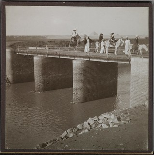 Gallen-Kallela´s family with some company crossing a bridge on a trip to Memphis in Egypt, 1910. ; single frame