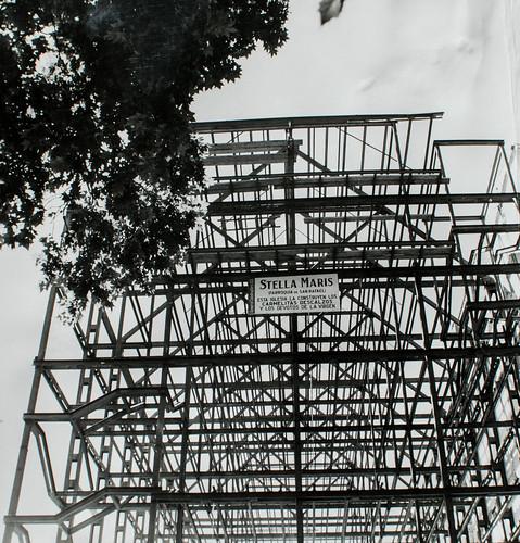 Fachada principal - La estructura fundamental está terminada.