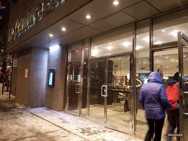 Le Centre Sheraton Montreal Hotel entrance