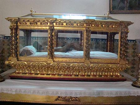Cofradía del Santo Entierro y María Santísima de las Angustias.