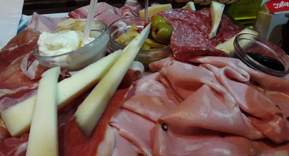 Eten op de markt in Bologna | Mooistestedentrips.nl