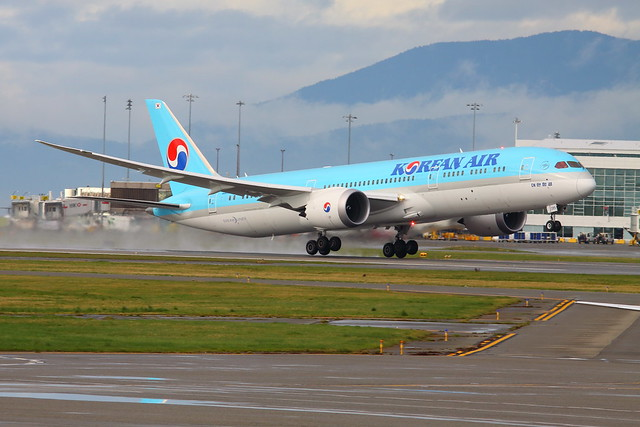 KoreanAir_HL8085