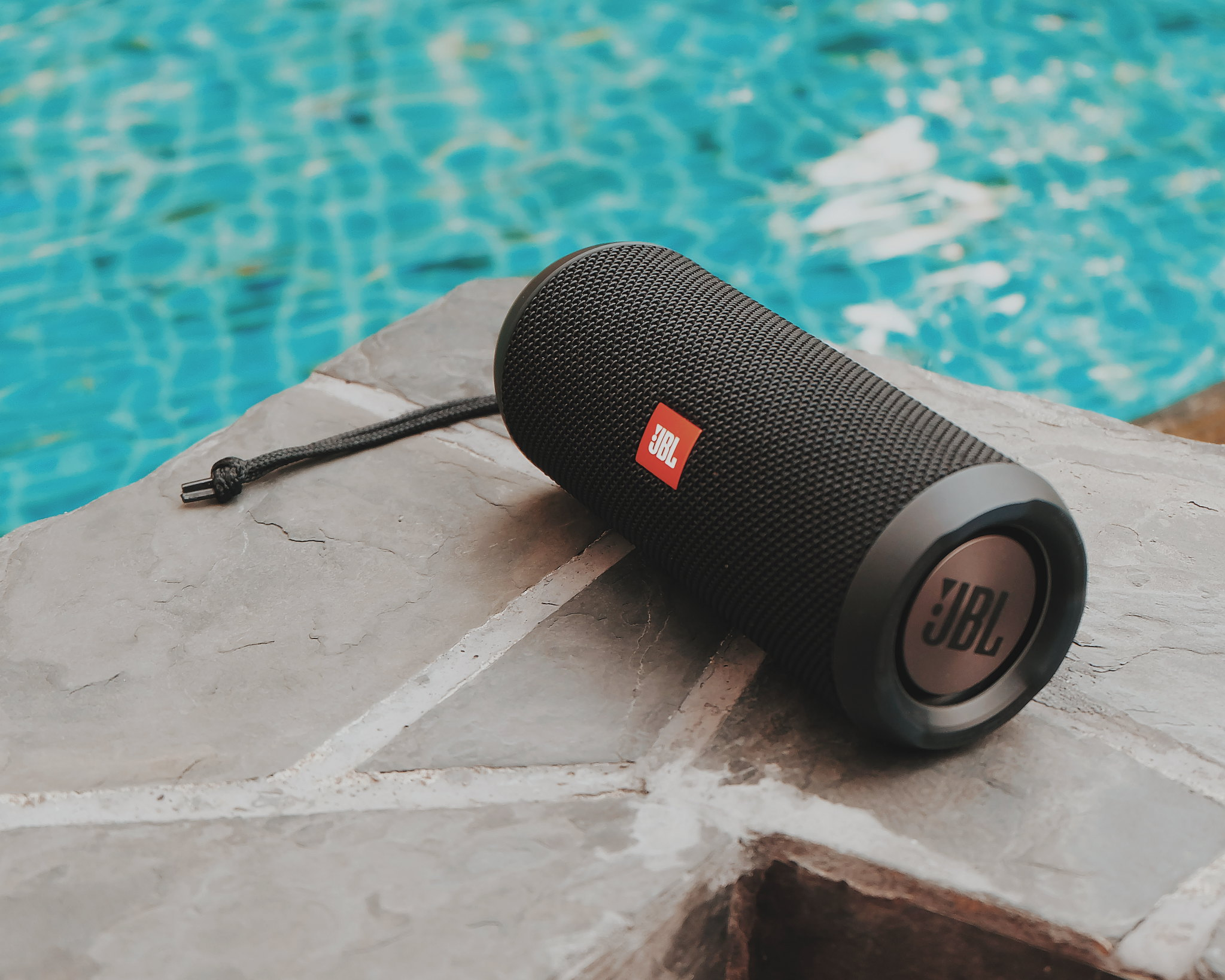 JBL Flip 3 Speaker Review: Splashproof, Portable and Powerful