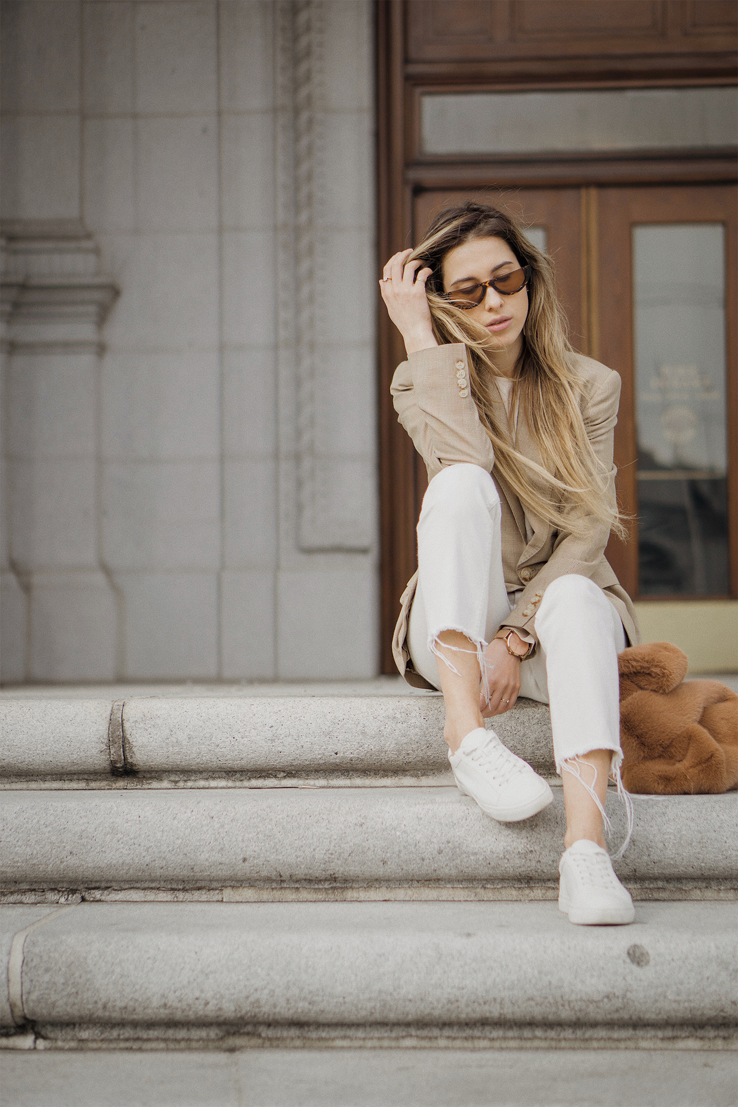 ralph_lauren_neutral_layers_outfit_fur_bag_vince_zara_trench_coat_street_style_lenajuice_thewhiteocean_06