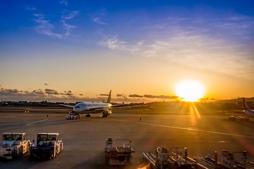 osaka airport airplane ana sunset osakainternationalairport sky japan sony rx100m3