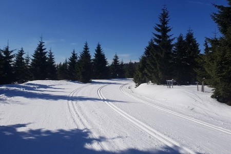 Sněhu na horách stále dost a mrazy polevují