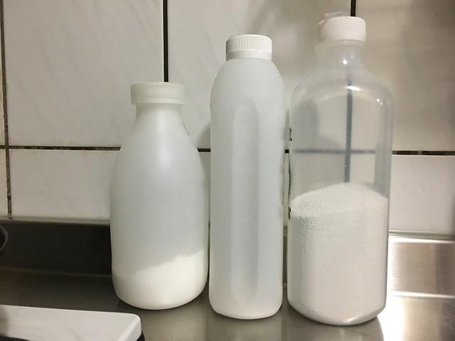打掃用的粉類:小蘇打粉、檸檬酸、過碳酸鈉