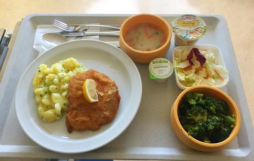 """Roasted semolina soup + pork escalope """"vienne style"""" with potato gherkin salad / Geröstete Grießsuppe + Schweineschnitzel """"Wiener Art"""" mit Kartoffel-Gurkensalat"""