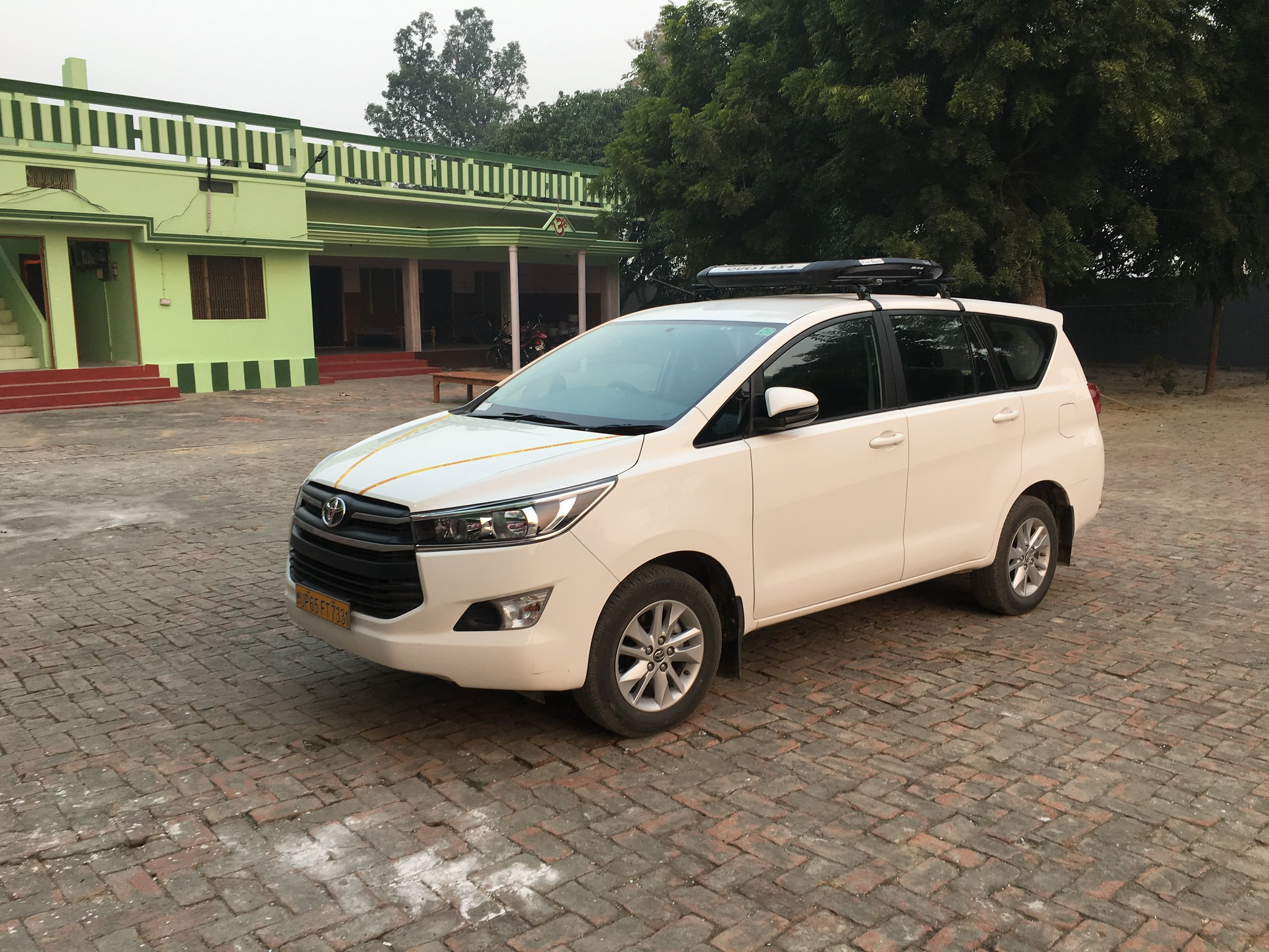 Hire Luxury Wedding Car On Rent In Varanasi Vidhan Travels