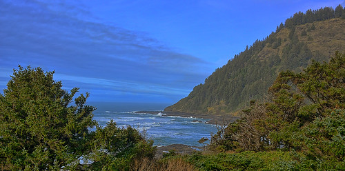 coast coastline oregon oregoncoast capeperpetua lincolncounty headland scenic wife gaylene milf pacific pacificocean pacificnorthwest water waves waterscape rocks rock rockformation mountains blue bluesky tree kirt kirtedblom edblom easyhdr hdr luminar nikon nikond7100 nikkor18140mmf3556 landscape ocean highway101 mountain forest peak grass