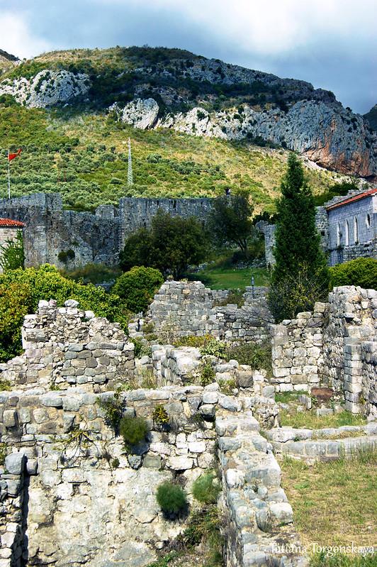 Руины зданий в Старом городе Бара