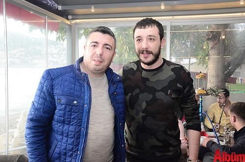 Ahmet Parlak hayranlarıyla bol bol hatıra fotoğrafı çektirdi.