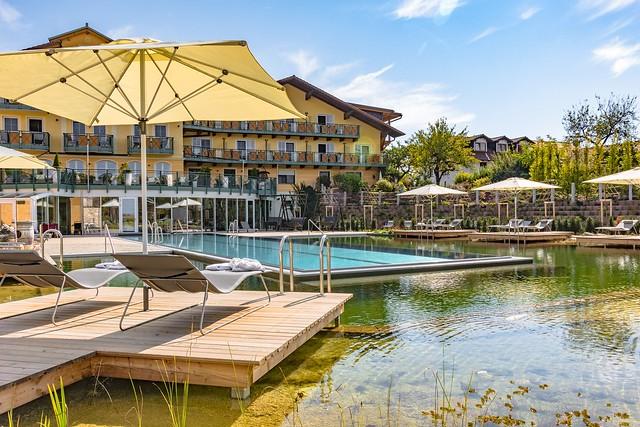 """STEINBAUER gewinnt den goldenen bsw-Award 2017 in der Kategorie """"Hotelschwimmbad""""."""