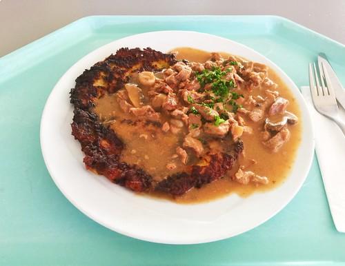 Zurich veal strips with home made hash browns / Zürcher Kalbsgeschnetzeltes mit hausgemachten Röstis