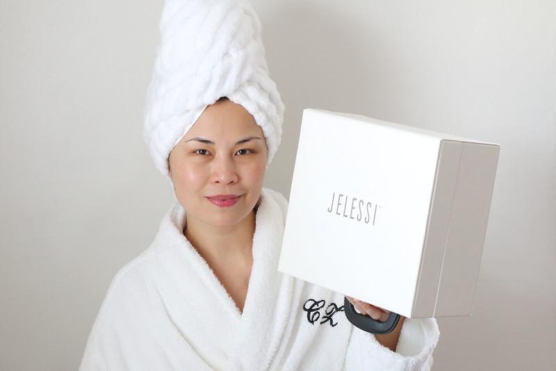 jelessi-photonix-1-rejuvenating-facial-device-elemis-facial-oil-3
