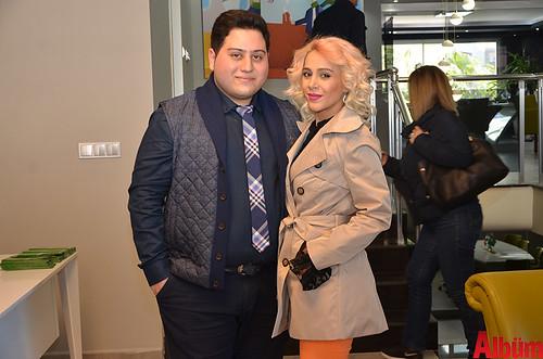 Mehrdad Etesam ve eşi Albüm için poz verdi.