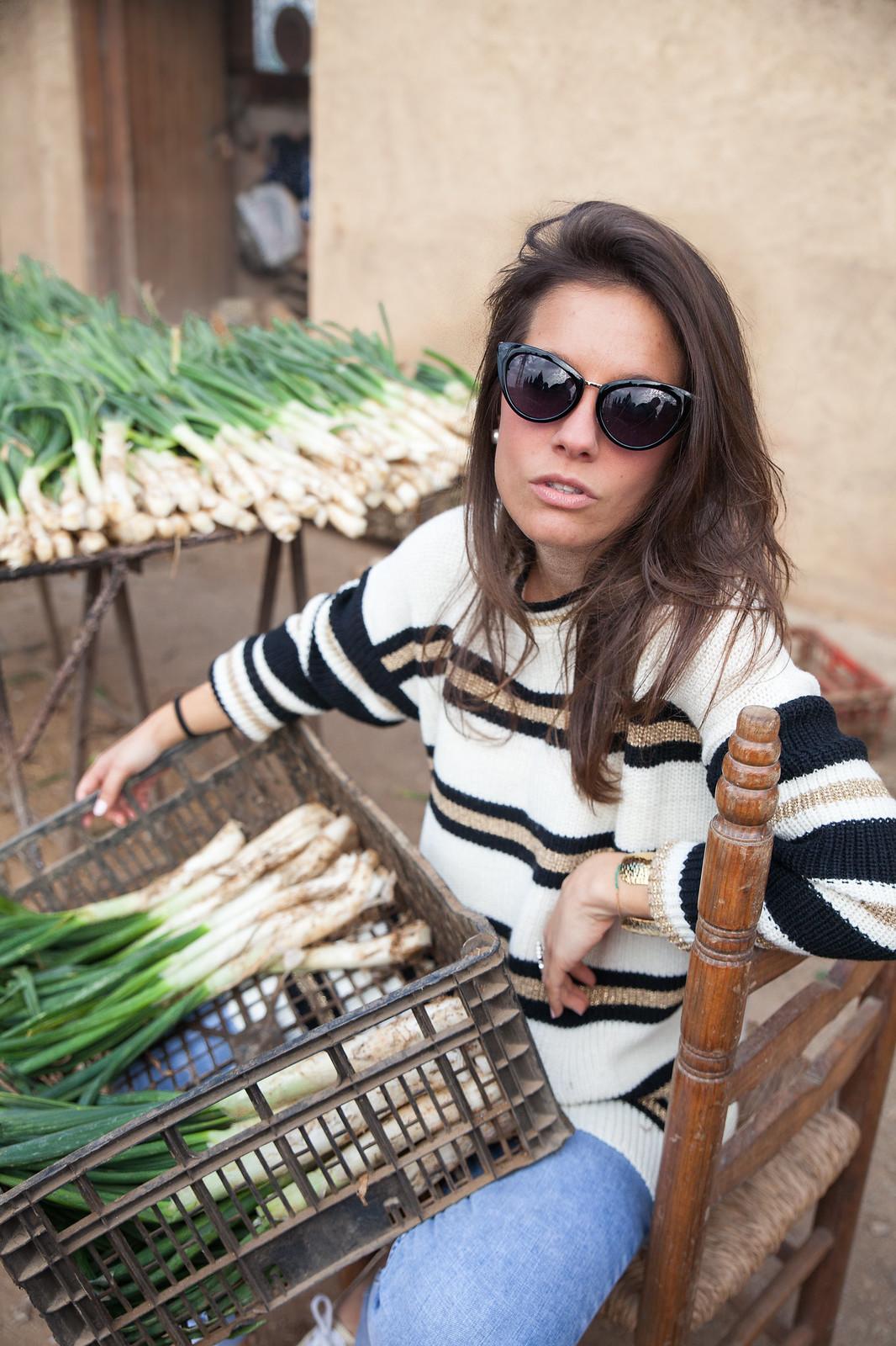 LOOK CASUAL FIN DE SEMANA CON JERSEY DE RAYAS theguestgirl fashion blogger influencer barcelona supreme jeans mango nueva coleccion primavera verano brand ambassador calçotada laura santolaria