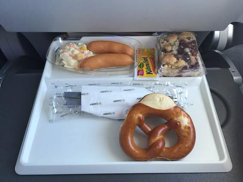 14 - Würstchen & Bretzel / Sausages & pretzel - Economy Class - Condor